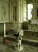 Dopfunt från 1671 står framför altaret i gravkoret