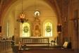Den gamla dopfunten i kolmårdsmarmor från 1700-talet syns till vänster i koret