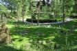 Minneslunden finns vid dammen centralt i gropen