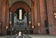Sankt Eskilsfönstret mellan orgelfasadens vingar