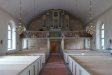 Målningen löper över hela orgelläktarens bredd.