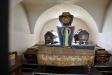 Stiliga kistor i gravkoret