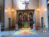Altaret med dopfunten till höger.