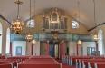Kyrkorummet med den nya bänkinredningen.