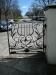 Snygga grindar till kyrkogården