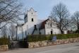 Bild på Stora Råby kyrka tagen från vägen