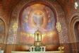 Muralmålningen i koret är ett verk av Albert Eldh