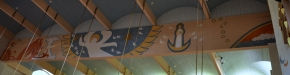 Målningar under taket på båda sidor om mittgången
