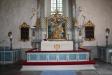 Altaruppsatsen i barockstil är från 1763.