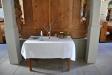 Bakom altaruppsatsen