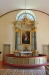 Väggfast altare och allt kröns av en väldig strålgloria