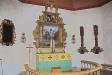 Altaret och altaruppsatsen.