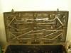 I Ericsbergskoret står en kassakista med ett sinnrikt konstlås (1600-tal)