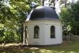 Ca 500m söder om kyrkan ligger denna vackra kyrkogård med sitt lilla kapell.