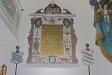 altartavlan och altarringen.