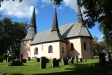 Kyrkan sett från söder.