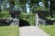 En port mot skogen.