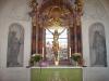 Altaranordningen är utförd av bildhuggaren Zacharias Jerling.
