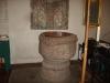 Den väldiga granitfunten härstammar från 1200-talets början.