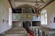 Predikstolen är från 1600-talet tidigare del. På 1800-talet kläddes den in med kyrkbänksdörrar