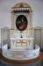 Altartavlan har fortfarande kvar baldakinen från den forna altarpredikstolen.