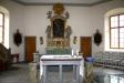 Altartavlan och altaret.