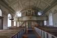 Predikstolen från den gamla kyrkan har förgyllda figurer