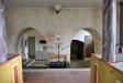 Grundmurarna från 1100-talet visar att kyrkan varit treskeppig