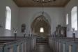 Kyrkan har aldrig haft valv utan det platta trätaket är kvar.