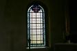 Ett glasfönster.