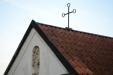Ett vackert kapell ligger i sydöstra hörnet av kyrkogården.