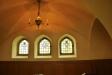 Enkla glsamålningar i alla fönstren i sidoskeppen