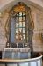 Predikstolen bärs upp av en träfigur