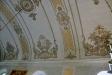 En bit av gamla kyrkans läktare med bilder av Luther och Melanchton
