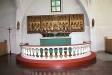 Altarringen och altaruppsatsen.