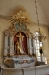 Altaruppsatsen är från gamla kyrkan och gjord 1756