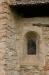 Lilla fönstret i absiden. Inget är rakt