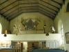 Öppningsbart glasparti skiljer samlingsrummet från kyrkorummet