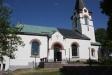 En lättläst tavla på utsidan ger information om kyrkan.