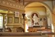 från gamla kyrkan pryder nu kapellet.