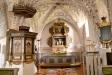 Altaruppsats som tros ha tillkommit 1684 med figurer från ett medeltida altarskåp