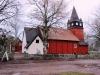 Haurida kyrka i omgivning av höstskud.