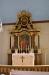Predikstolen är av den enkla runda och oinsmickrande formen
