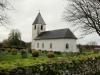 Sörby kyrka med urblekt fasad.