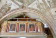 På läktarbarriären finns bilder på Jesus och sex av apostlarna. De övriga finns ute i kyrkorummet.
