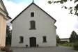 Kyrkan från kyrkogårdsgrinden.