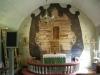 Man har undersökt korväggen och funnit rester av gamla målningar och text