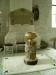 Den ståtliga gustavianska dopfunten med en urna överst
