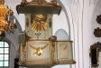 Predikstolen levererades 1788 och är den som alltjämt brukas i kyrkan.