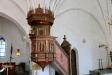 En ny predikstol köptes in på 1600-talet.